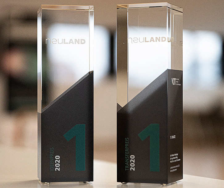 The glass trophies for the two winners of the Innovation Competition 2020 (Image: Markus Breig / KIT)
